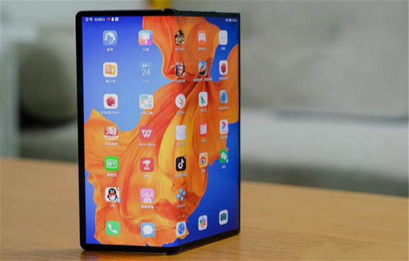 """折叠屏手机""""出道""""一年:技术成熟多少?何时能买得起?"""